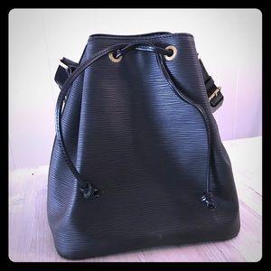 Louis Vuitton Petit Noë bucket bag